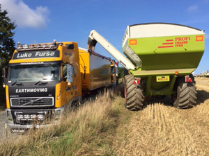Chaser Bin off loading into artic transport – fast movement of grain to store