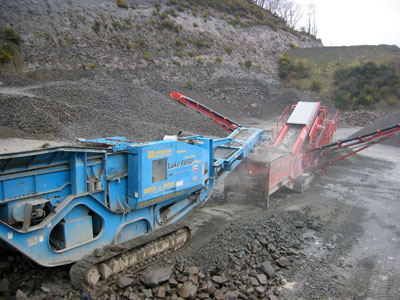 Mobile Crusher and Screener with dust and noise suppression in action