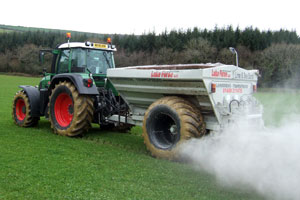 Lime Spreading – LGP Landrive Transpreader in action