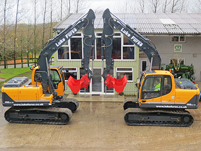2 new 14T 360° excavators have just joined the fleet. These machines are equipped with heavy duty turret guards, rock plates and quarry lighting.